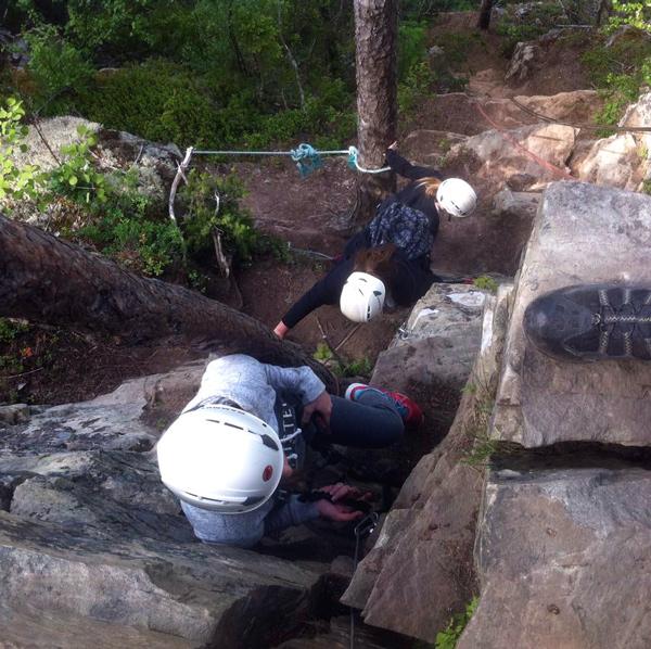 God sikring og nødvendig sikkerhetsutstyr gjør klatringen til topps trygg.